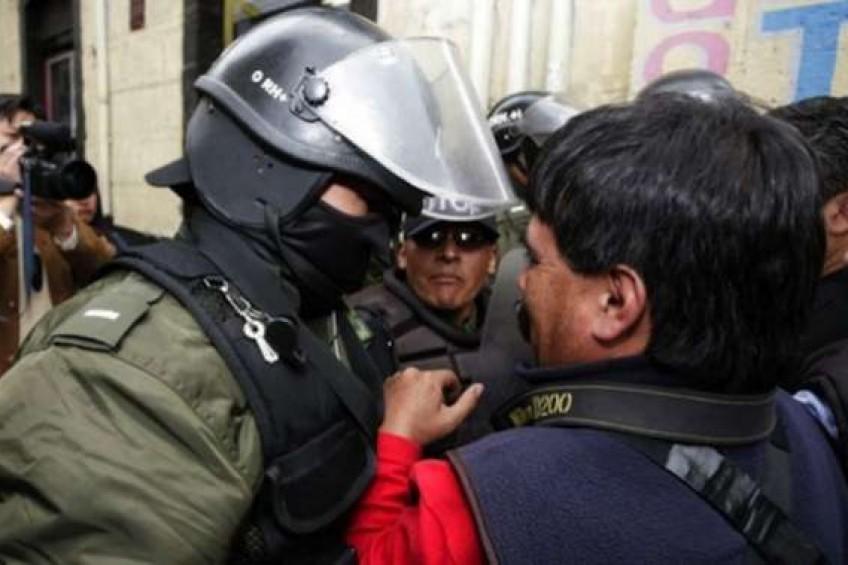 Bolivia: 92 casos de agresión a la prensa fueron promovidos por el Estado, según informe.
