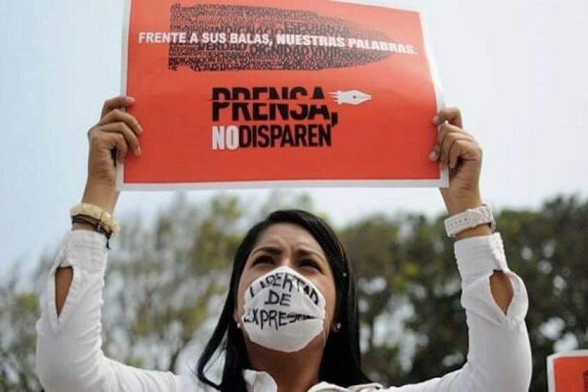 Ser mujer periodista implica mayores riesgos y violencia