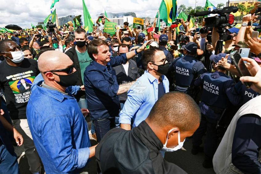 Medios brasileños boicotean cobertura a la residencia de Bolsonaro tras abuso contra reporteros
