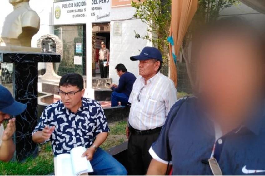 Perú: empresario arremete a golpes contra periodista para impedir cobertura
