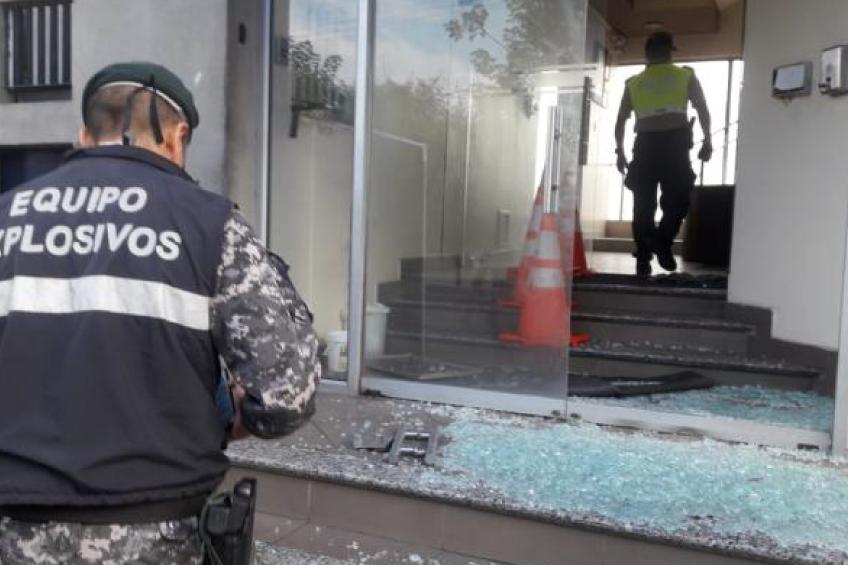 Ecuador: Atentado con artefacto explosivo en los exteriores de Teleamazonas Guayaquil